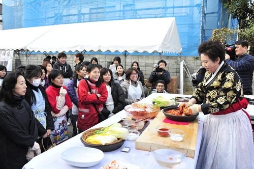<동경김치 페스티벌> 세븐-씨스타, 일본의 중심에서 '김치'를 외치다