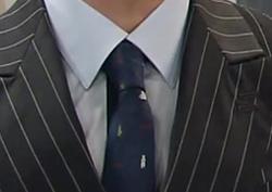 [29회_이현우] 모던한 네이비 컬러의 무늬 '넥타이'