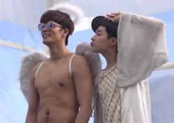<일밤-은위> 성훈, 반 누드 천사 인증샷 공개! 천사 날개 달고 파닥파닥! 예능감 폭발!