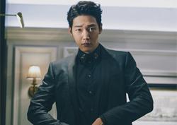 최진혁, 시크한 도시남자의 귀환…화보 속 '완벽한 수트핏'