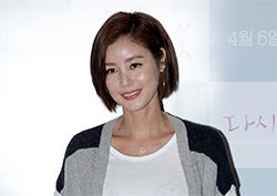 """[포토] <다시, 벚꽃> VIP 시사회 김성령 """"봄바람을 닮은 여배우의 미소"""""""