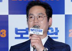<보안관> 이성민, 김성균 영화위해 수상레저스포츠 면허와 대형버스 면허 취득