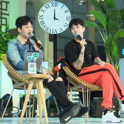 슬리피, <우결> 출연 알아본 시민 앞에 넙죽 '큰절' <해요TV-아주 작은 쇼케이스>