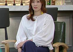 [28회_홍윤희] 고급스러운 주름이 돋보이는 '화이트 블라우스'