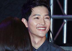 [포토] <군함도> 송중기, '조명보다 빛나는 미소'