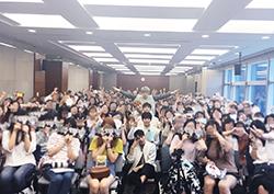 DAY6(데이식스), 팬들 위해 역조공 이벤트 '미니 팬미팅' 개최!