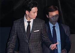 [포토] <리얼> 김수현, '매너남의 자세' 포착