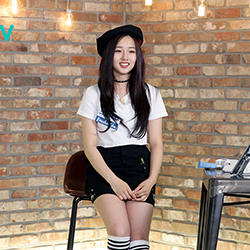 <아주 작은 쇼케이스> 크리샤 츄의 미니 콘서트 진행! '라이브만  5곡'