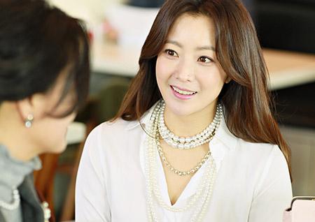 김희선, <품위있는 그녀>부터 <섬총사>까지! 맹활약에 '2주 연속 화제성 1위'
