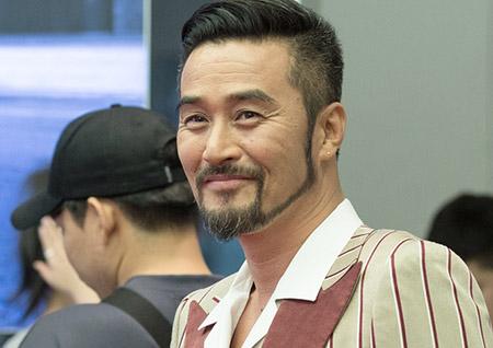 <죽어야 사는 남자> 최민수-신성록, 환한 미소로 '반전 매력' 발산!