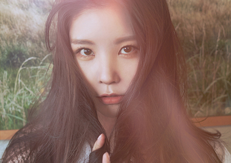 레이나, 솔로 앨범 발매 기념 '컴백 포토 깜짝 공개'