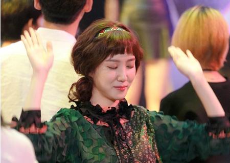 <청춘시대2> 박은빈, 클럽 포착! '히피파마+무아지경 댄스'