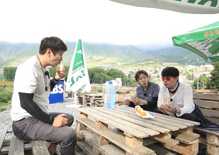 <오지의 마법사> 엄기준-진우, 케밥 하나로 '모지리 듀오' 결성!