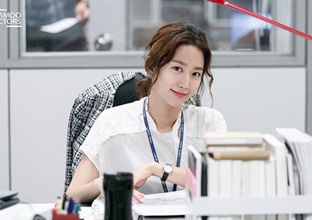 <조작> 전혜빈, '대본 열공' 촬영 비하인드 컷 공개!