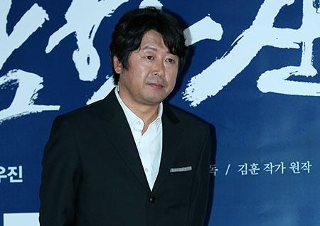 [포토] <남한산성> 김윤석, 가만히 서 있기만해도 흘러넘치는 포스