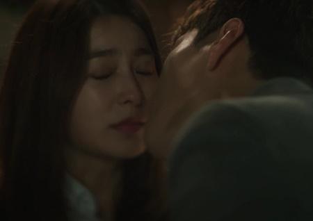 """<돈꽃> 장승조X박세영 첫 키스! """"부담스럽더라""""고백... 장혁, 숨길 수 없는 상실감"""