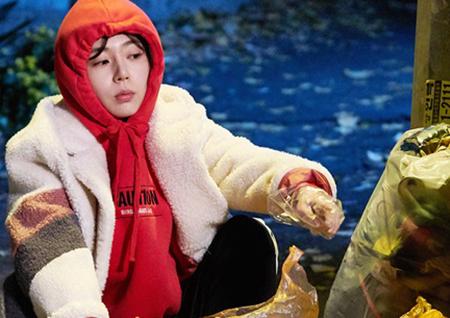 <저글러스:비서들> 백진희, 쓰레기 뒤지는 '쭈글미 만렙' 현장(Feat.성냥개비)