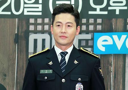 [포토] <시골경찰2> 이정진, 경찰보다 진짜 경찰같은 배우