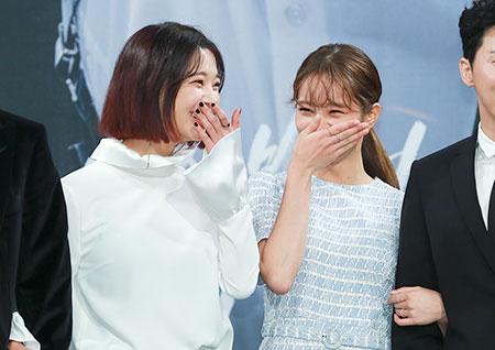 [포토] <투깝스> 임세미-혜리, 수줍은 미소도 블링블링~ 화사한 두 사람