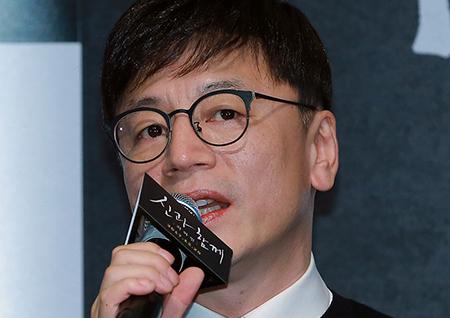 """<신과함께> 김용화 """"원작과의 비교보다 영화가 내 감정을 움직이는지 아닌지를 봐달라"""""""