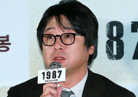 """<1987> 김윤석 """"탁 치니까 억 하더라는 대사를 내가 치게 될줄은 몰랐다"""""""