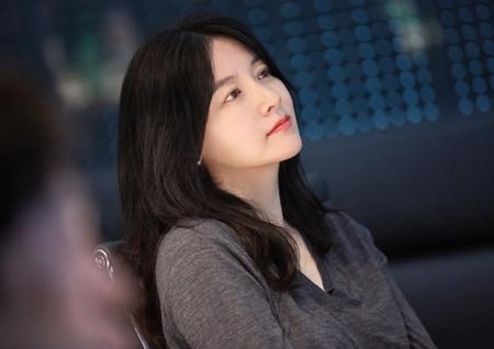 <전체관람가> 이영애, 노이로제 걸린 강박적 인물 열연... 파격 이미지 변신