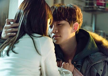 <그사이> 이준호-원진아, '키스 1초전' 사진 공개! '온 시청자가 기다린 로맨스'