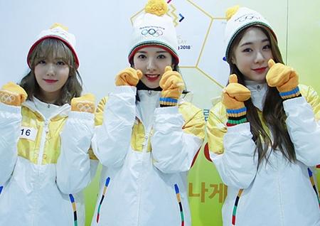 """우주소녀(WJSN), 평창 동계올림픽 성화봉송 주자 참여··· """"열심히 응원할게요!"""""""