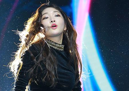 [포토] 청하, 입술을 CHEW~