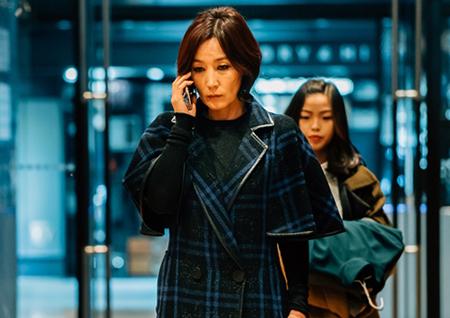 '마더' 이혜영, 카리스마 폭발 '영신' 패션 공개! 고품격 분위기 '눈길'