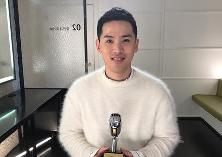 """'불후의 명곡' 김용진, 2018 기대주 특집 우승 """"트로피는 어머니께"""""""