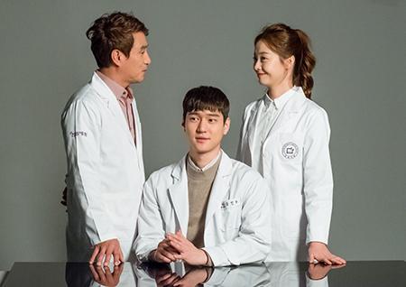 '크로스' 고경표-전소민, '끈끈+쫀쫀+ 케미 넘치는 포스터 촬영 현장 공개