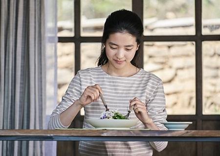 [애프터스크리닝] '리틀 포레스트', 지친 이들여 이 영화에게 오라, 김태리의 아름다운 힐링무비 ★★★★