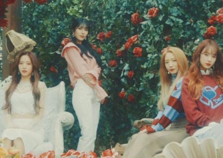 우주소녀, 'Dream your dream' 시크릿 필름 공개→13인 13색 매력 발산!