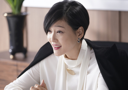 '리턴' 박진희, 고혹적 미소 뒤 치명적인 눈빛 열연! 부드러운 카리스마 분출!