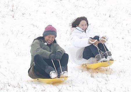 '효리네 민박2' 이효리, 민박 손님들과 눈썰매 타며 즐거운 한때