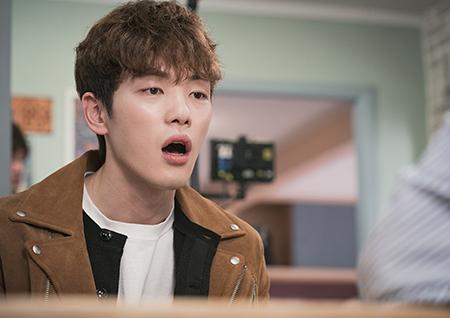 '와이키키' 김정현, 3각 넘어 펼쳐진 4각 관계 포착.... 영혼 탈곡!