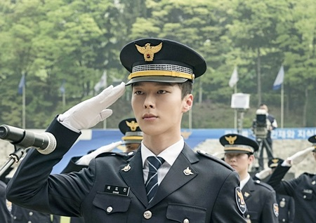 '이리와 안아줘' 장기용, 경찰대 졸업식 1열 포착...훈남 선배에서 진정한 경찰로 '에이스란 이런 것'