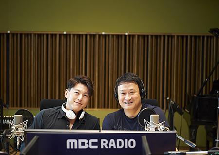 배우 류수영, '여성시대' 스페셜 DJ 출격! 서경석과 '진짜 사나이' 의리