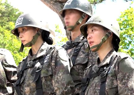 '진짜사나이300' 오윤아-김재화, 아찔한 34m 높이의 '바위 절벽' 걷다!