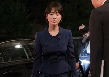 '남자친구' 송혜교, 호텔 대표 변신 완료! 분위기 甲 첫 스틸 공개