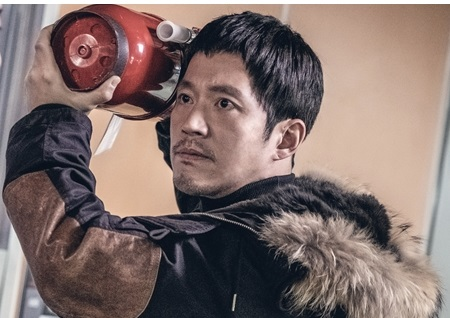 '배드파파' 장혁-정만식, 극강 분노 '소화기 난투극' 사태 발생...확 돌아버린 두 남자가 붙었다?