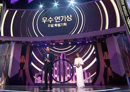 '2018 MBC 연기대상' '처음 온 시상식에서 수상까지' 장기용-정인선, 수목 미니시리즈 우수연기상!