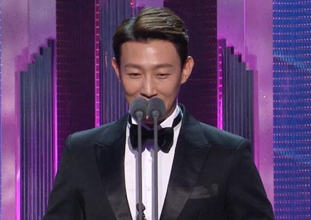 "'2018 MBC 연기대상' '수목조연상' 강기영 ""여자친구와 기쁨을 함께"""