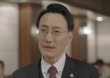 '신과의 약속' 정재성, 한채영 변호사로 특별출연... 묵직한 카리스마 발산