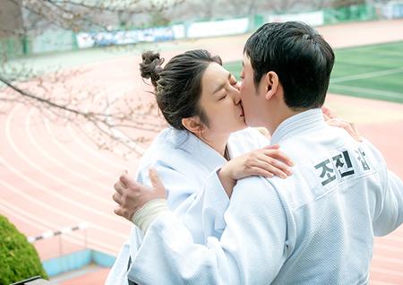 '특별근로감독관 조장풍' 김동욱♥박세영, 설렘 가득 첫 키스 현장 포착