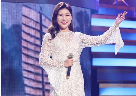 [단독 B하인드] 송가인 '고맙습니다' 콘서트에서 포착한 드레스 자태!