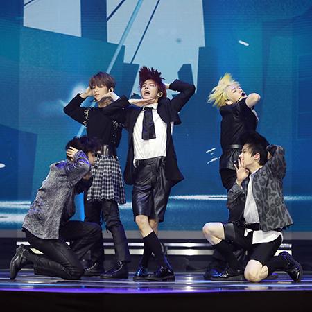 [B하인드] TXT, 4세대 아이돌 그룹의 피 땀 눈물