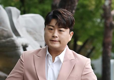 """김호중 전여자친구, 인스타에 """"조폭 출신""""vs""""근거無"""" [종합]"""