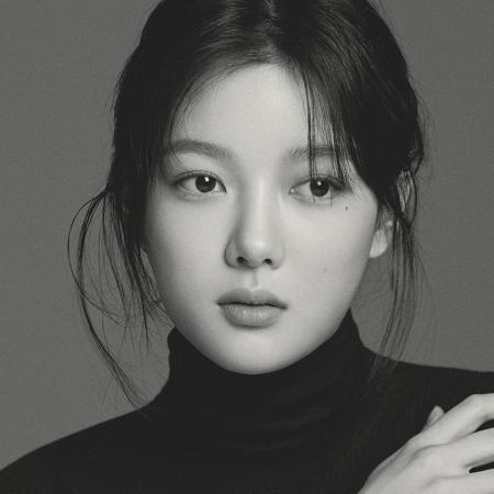 배우 김유정, 청초·고혹·성숙 새 프로필 [화보]